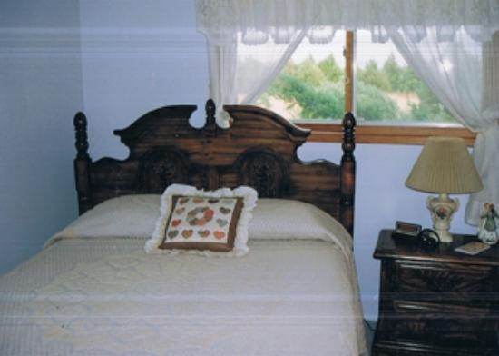 Knoll's Country Inn: Bedroom