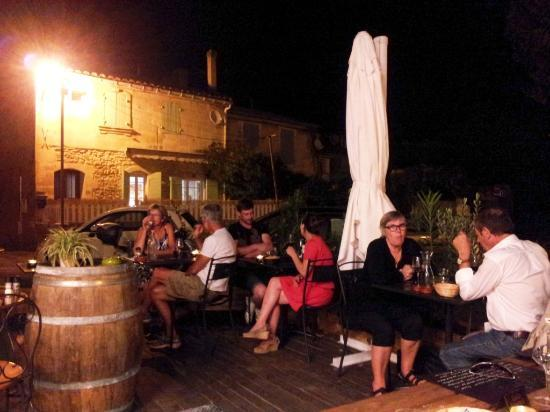 Cave Les Alpilles : The terrace at night time