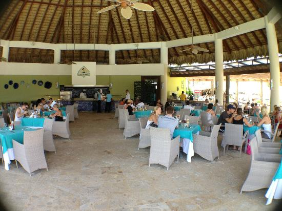 Now Larimar Punta Cana: Castaway grill open for lunch