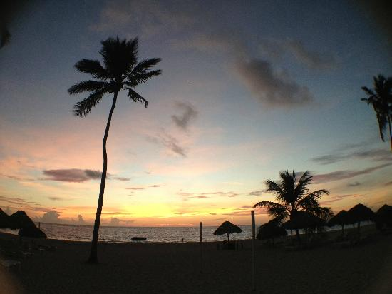 Now Larimar Punta Cana : Beach Sunrise