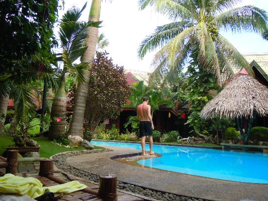 Alona Tropical Beach Resort: Jag vid poolen
