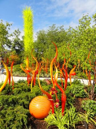 Jardín y cristal Chihuly: Outdoor garden during the day