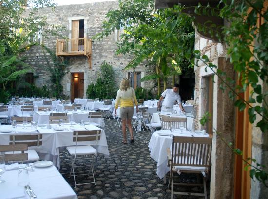 Kocadon : courtyard of the Kacadon