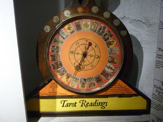 Boscastle, UK: Tarot reading machine. It really works! One of the many delightful exhibits.