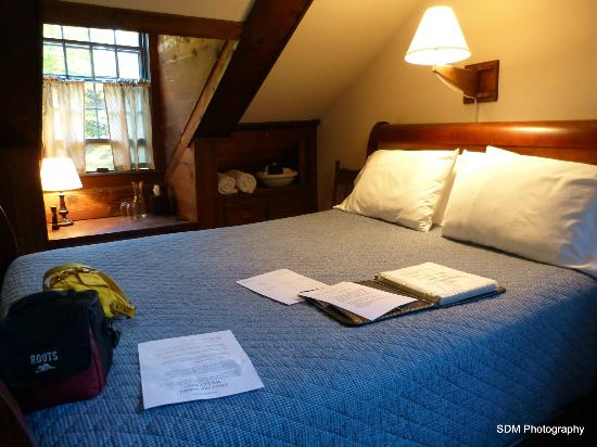Grist Mill House: The Kedron room's queen bed.
