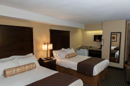 Best Western Maple Ridge Hotel: 2 Doubles with kitchen