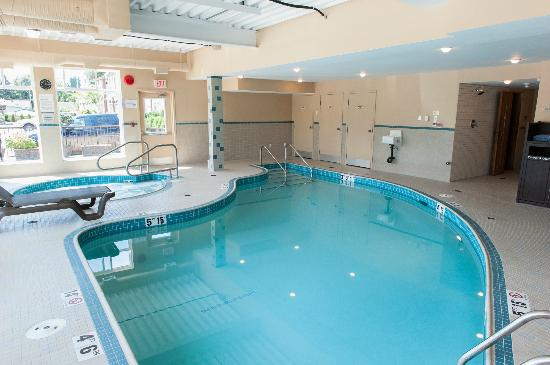 BEST WESTERN Maple Ridge Hotel: Indoor Pool and Hot tub