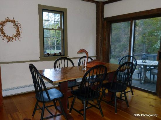 Grist Mill House: The breakfast dining area.