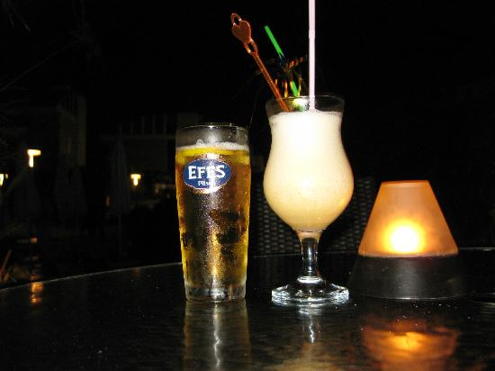 Xanthe Resort: Efes-beer & Piña Colada Virgin