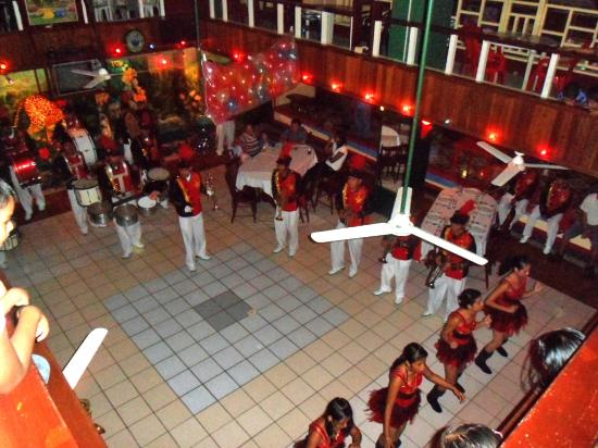 Rumors Resort: Our venue es large enough to fit a marching band!