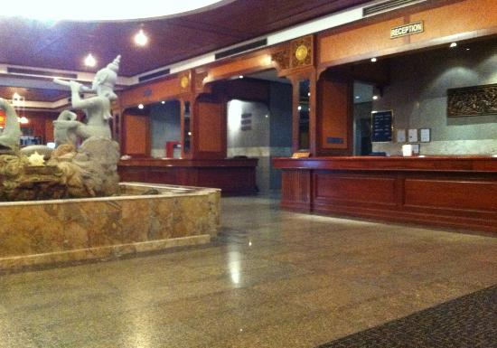 Star Convention Hotel : 広々としたロビー