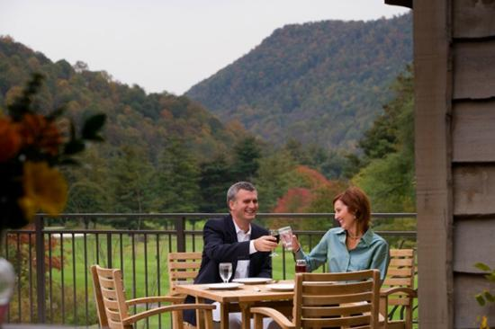 Maggie Valley Club & Resort: Dine on our veranda with panoramic views.