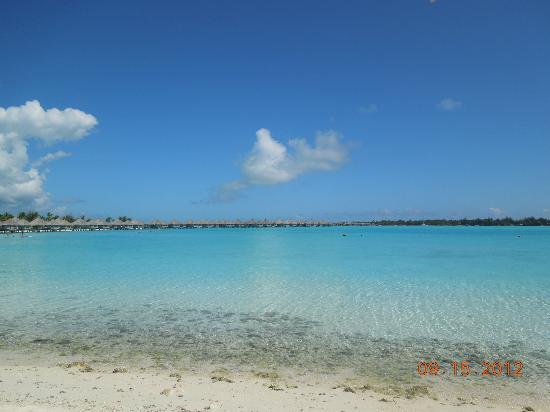 The St. Regis Bora Bora Resort: una playa espectacular