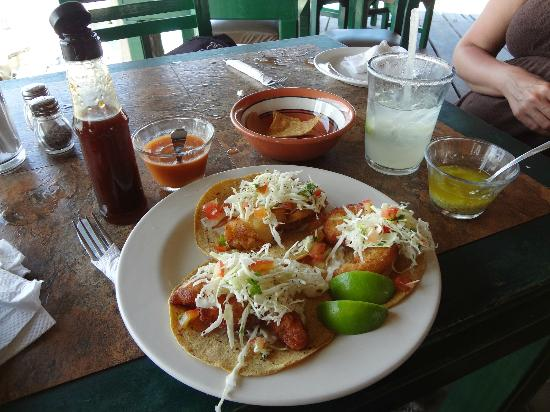 Bally Hoo Restaurant & Fish Tacos: The famous fish tacos with tamarind sauce