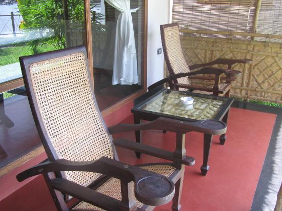 Les 3 Elephants Cherai Beach: Porch of Bungalow no 2