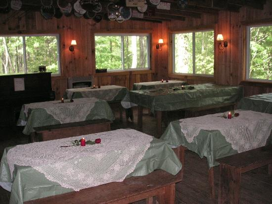 Arrowmont Stables & Cabins, LLC: Fort - Dining area for your meeting or party