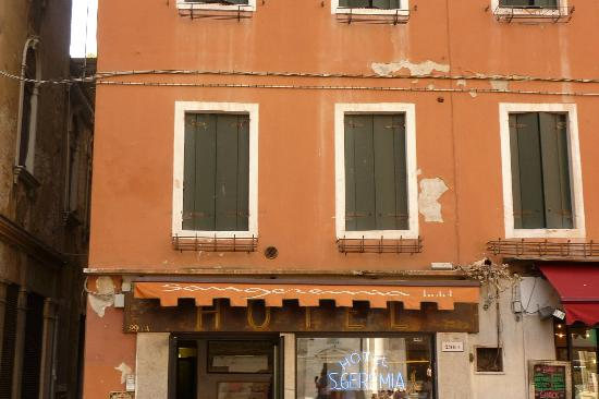Alloggi Gerotto Calderan: Fachada y recepción del hotel