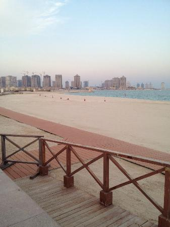 Katara Cultural Village: katar beach with view to the pearl