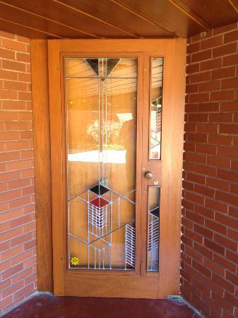 Frank Lloyd Wright House in Ebsworth Park: Front door