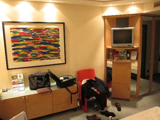 Maritim proArte Hotel: Zimmer im Stil der 90er