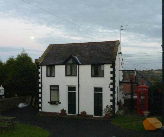 Oak Tree Inn : The outside accomodation