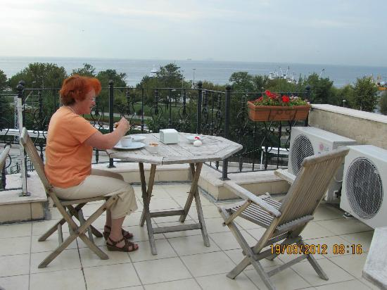 Saruhan Hotel: Petit dej sur la terrasse