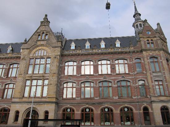 Conservatorium Hotel: Exterior of building.