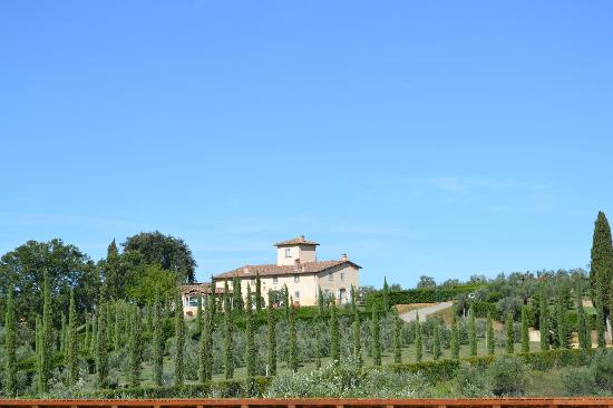 Castello del Nero Hotel & Spa: From the road approaching