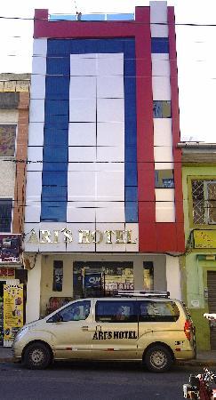 Ari's Hotel