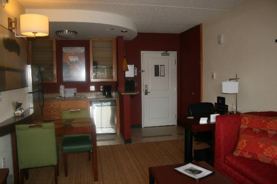 Residence Inn Pittsburgh North Shore: Living area