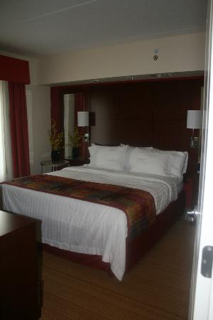 Residence Inn Pittsburgh North Shore: Bedroom - comfy bed!