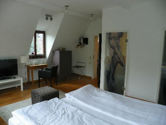 Hotel Villa Vinum Cochem : Window to Castle, Entry Area & Door to Toilet