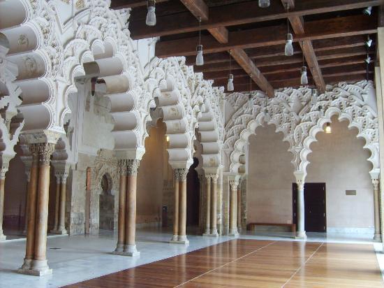 Palacio de la Aljafería: Colonne in stile moresco
