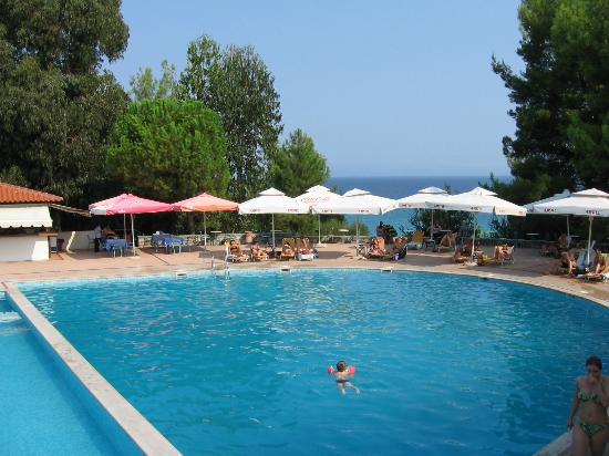 Alexander The Great Beach Hotel: Pool area