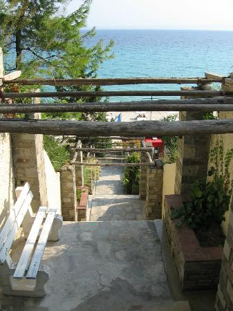 Alexander The Great Beach Hotel: Access to the beach