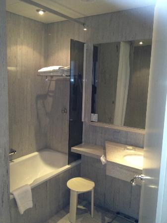 Hotel Glaernischhof: badkamer