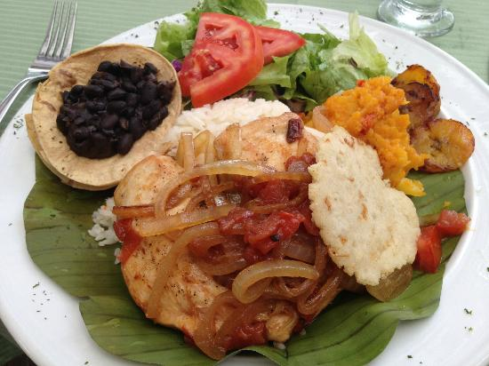 Finca Rosa Blanca Coffee Plantation Resort: Typical lunch when I arrived. Delicious!