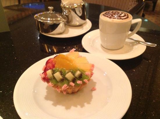 Sheraton Hotel & Convention Center Ankara : Great dessert & Cappuccino in the Bar area