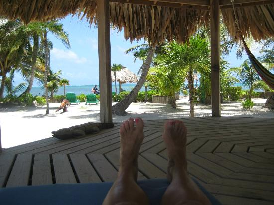 White Sands Cove Resort: relaxing in the palapa by the pool