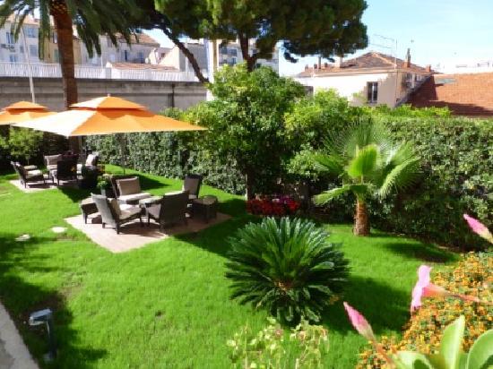 أوتل برولي: Jardin / terrasse