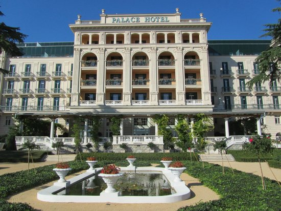 Kempinski Palace Portoroz : Impressive Hotel Frontage