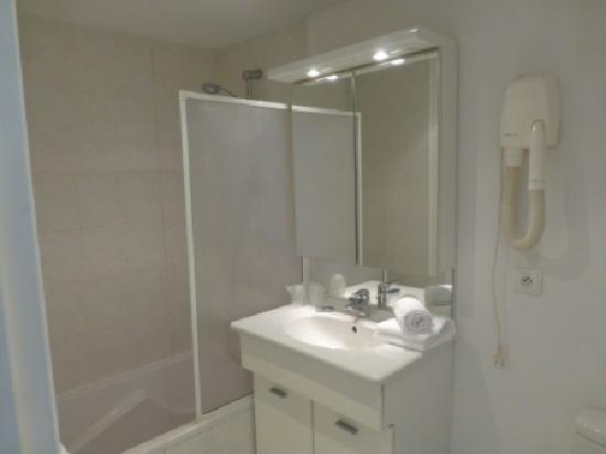 Hôtel Pruly: Salle de bain