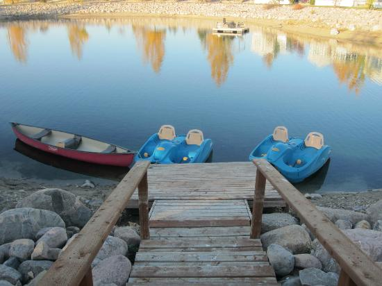 Country Charm Romantic Resort: Paddle boat/canoe