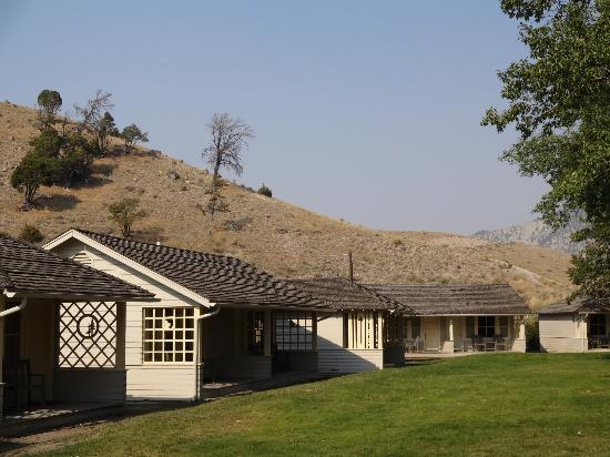 Clean and sparkly picture of mammoth hot springs hotel for Cabins in wyoming near yellowstone
