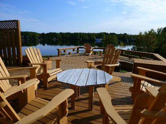 Aux Saveurs Du Lac : Sur la magnifique terrasse