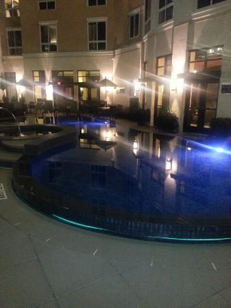Hyatt Centric The Woodlands: Pool at night. Right outside of the bar.