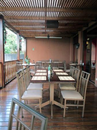 Galeria Steakhouse: The back patio--outdoor dining.