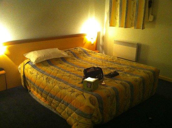 Hotel-Restaurant Ambotel : Chambre