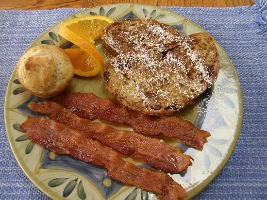 Blue Goose Inn Bed and Breakfast: Cranberry Pecan French Toast w/Bacon