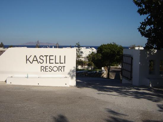 Santorini Kastelli Resort: Front of Hotel